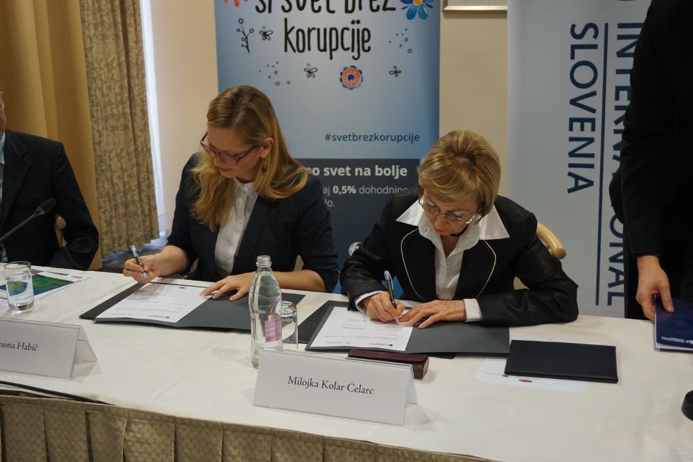 pakt podpis